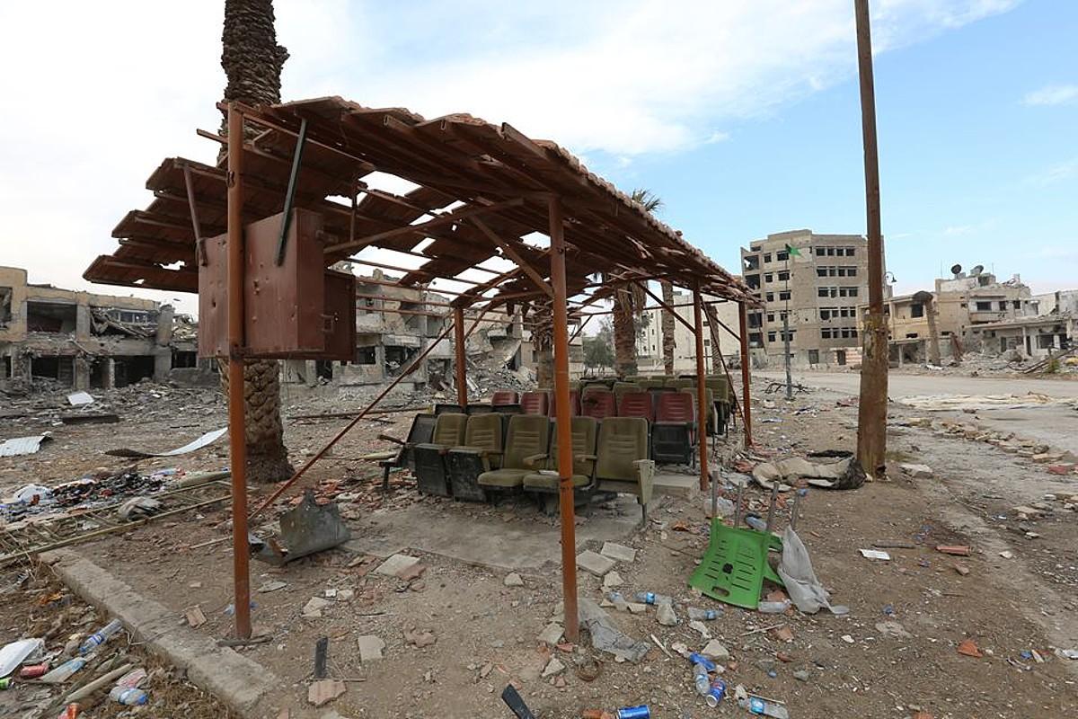 Raqqa, txikitutako eraikinez eta hondakinez beteta. ©AZAD EVDIKE