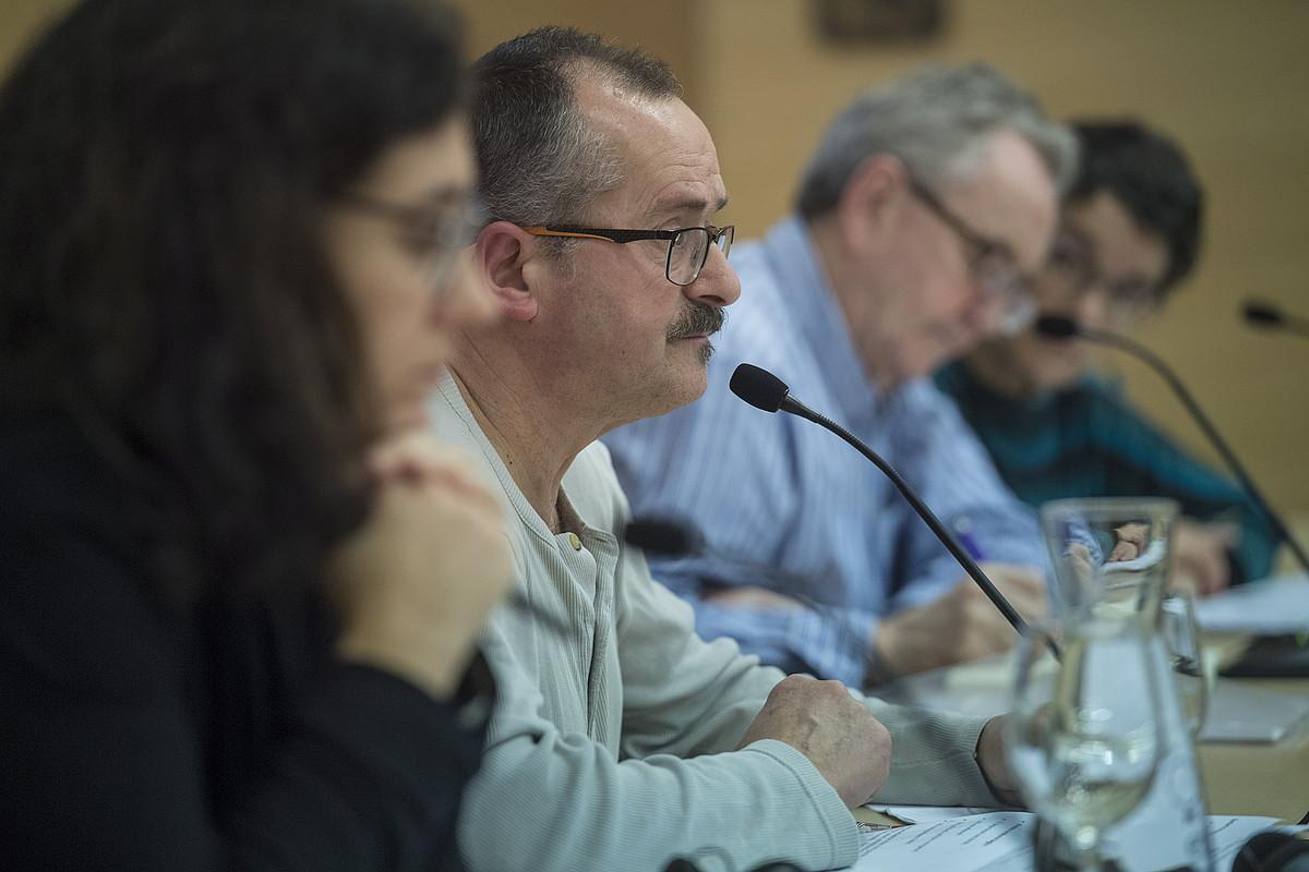Maritxu Paulus Basurko, Jon Irazola, Michael Culbert eta Teresa Toda, atzo, Foro Sozialean. / JON URBE / ARGAZKI PRESS