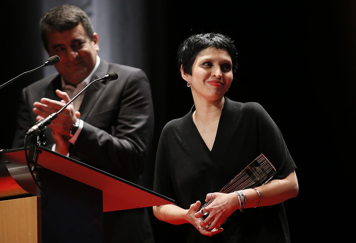 Maryam Ebrahimi, atzo, dokumental onenaren urrezko FIPA saria jasotzen. ©BOB EDME