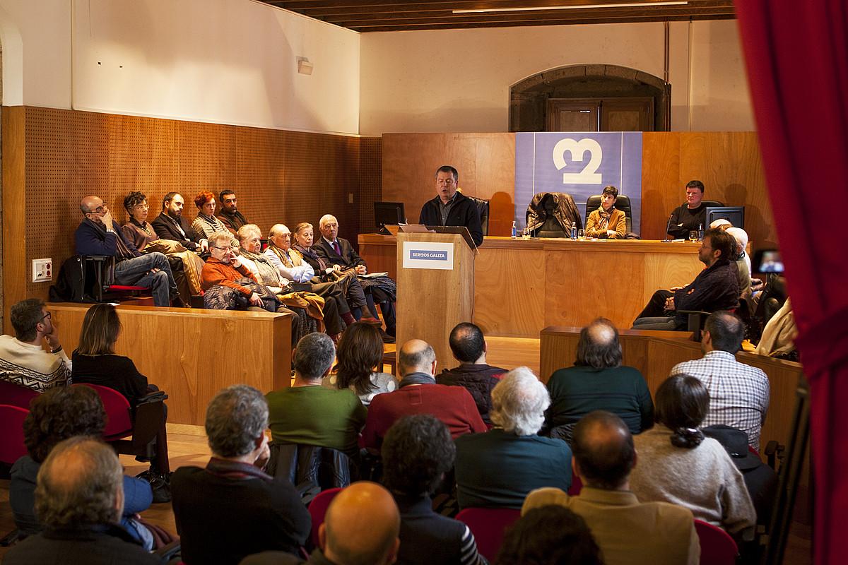 Galiziako gizarteko 200 ordezkariren aurrean aurkeztu dute <em>O Diario Galego</em> egunkari egitasmoa. &copy;XAN MURAS