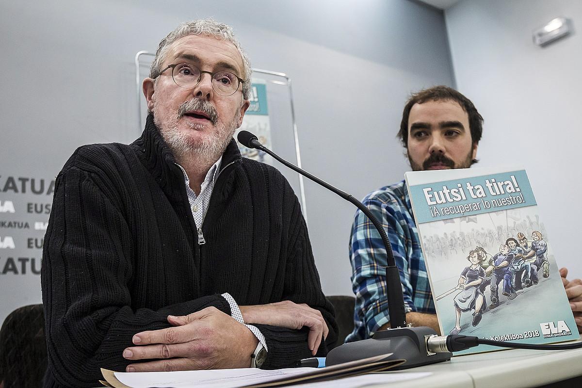 Adolfo Muñoz eta Pello Igeregi, atzo, Bilboko ELAren egoitzan egindako agerraldian. ©ARITZ LOIOLA / ARGAZKI PRESS