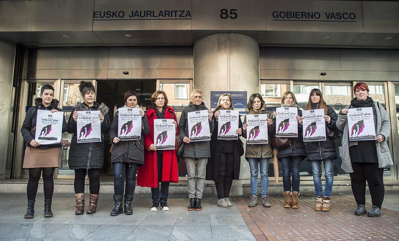 Sindikatuetako ordezkariak, greba feministako lanuzte deialdia erregistratu aurretik. / MARISOL RAMIREZ / ARGAZKI PRESS