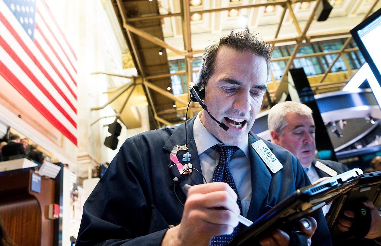 Burtsako beharginak lanean, atzo, Wall Streeten, New Yorken.