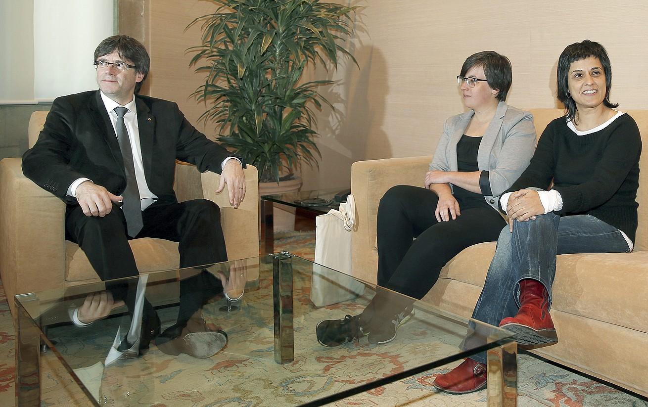 Carles Puigdemont, Mireia Boya eta Anna Gabriel, artxiboko irudi batean.
