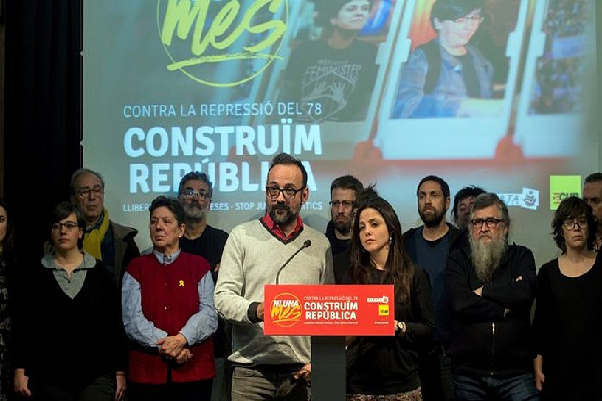 Benet Salellas eta Maria Sirvent CUPeko kideak, atzo arratsaldean egindako agerraldian. ©QUIQUE GARCIA / EFE
