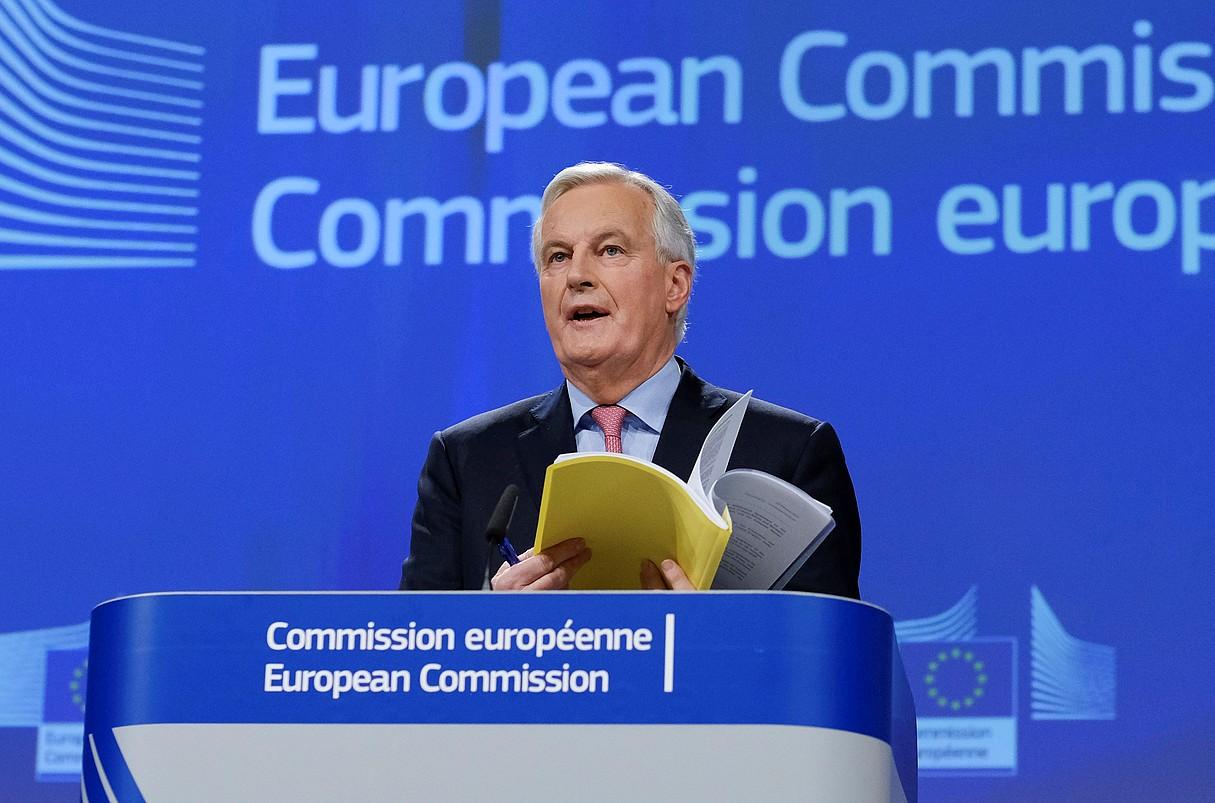 Michel Barnier EBko negoziatzaile burua, atzo, dibortzioaren akordioaren zirriborroa aurkezten.