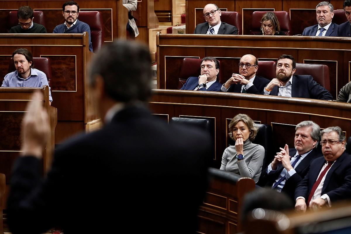 EAJko diputatuak —horiek proposatu dute lege erreforma—, Rafael Hernando PPko eledunari entzuten. ©MARISCAL / EFE