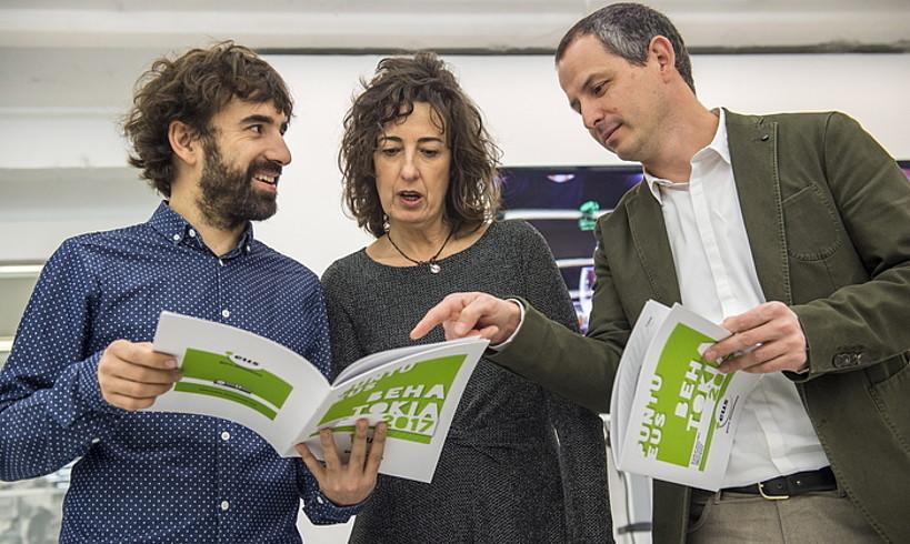 Iker Sagasti, Lorea Bilbao eta Josu Waliño, atzo, aurkezpenean. ©M. RAMIREZ / FOKU