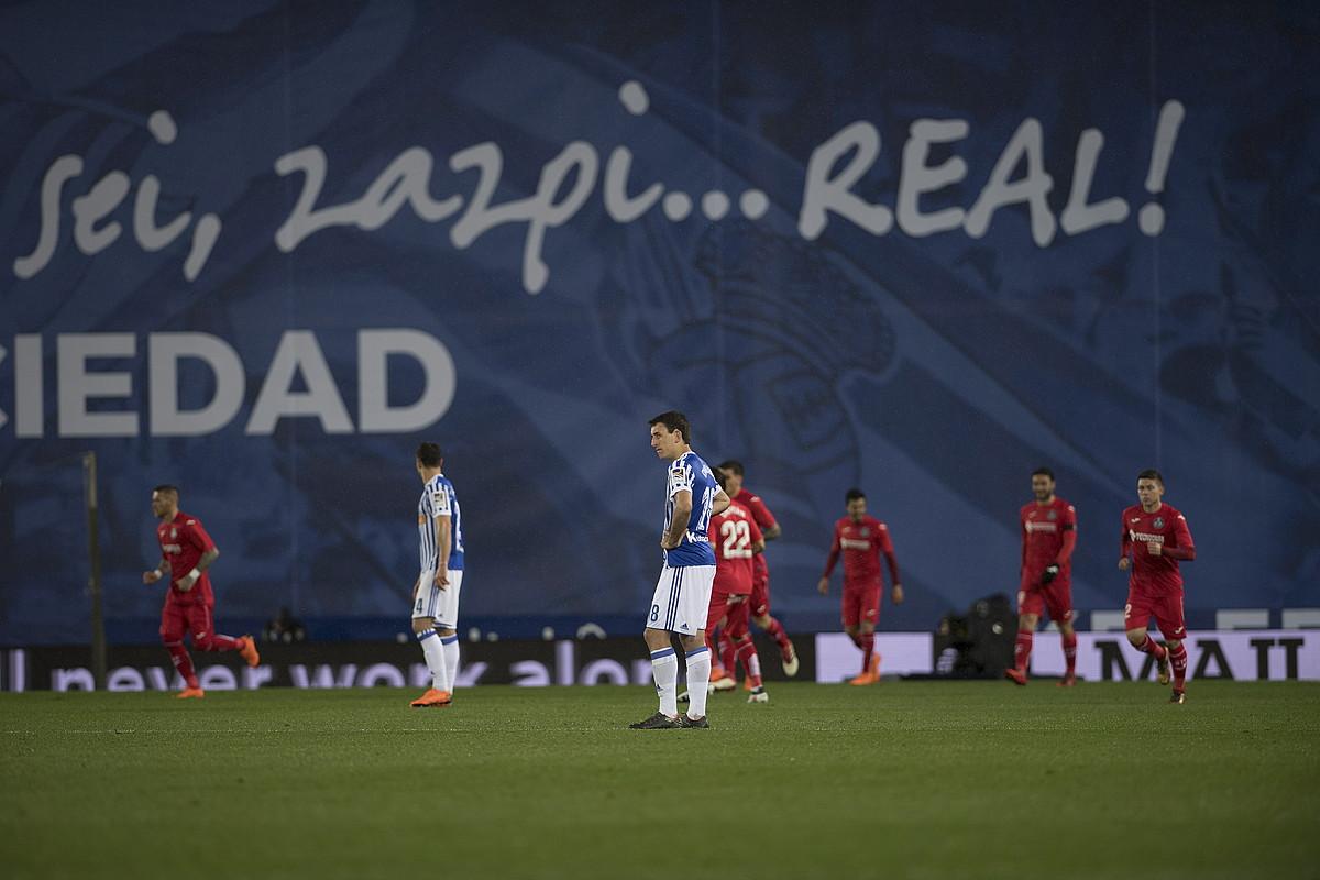 Mikel Oiartzabal, burumakur, Gatefek bigarren gola sartu berritan. ©JUAN CARLOS RUIZ / FOKU