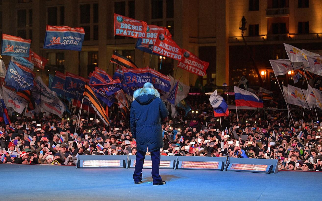 Vladimir Putin, igandeko hauteskundeen osteko ekitaldian. Laugarren aldiz irabazi ditu Errusiako presidentetzarako bozak, eta azken agintaldia hasiko du aurki. ©ALEKSEI DRUZHININ / EFE
