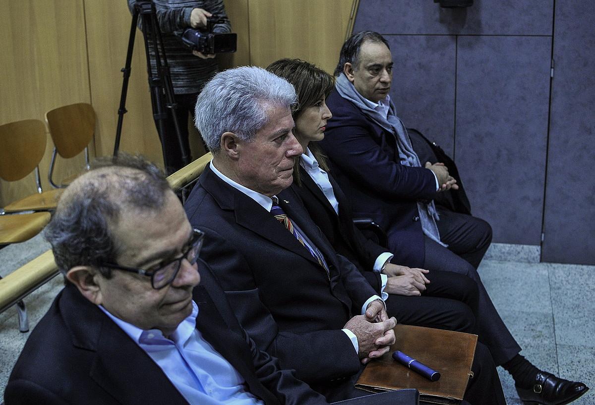 Ezkerretik hasita: Rafael Cerdan, Jose Ramon Elorriaga, Edurne Fernandez eta Jose Carlos Marguello, atzo, epaitegian. ©MARISOL RAMIREZ / FOKU