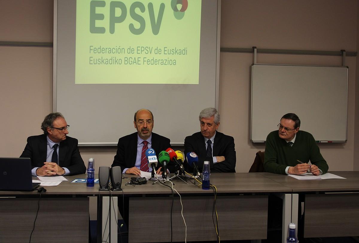 BGAEen Federazioko buruak: Pedro Unamuno, Ignacio Etxebarria, Karmelo Sainz de la Maza eta Patxo Aiestaran. ©BERRIA
