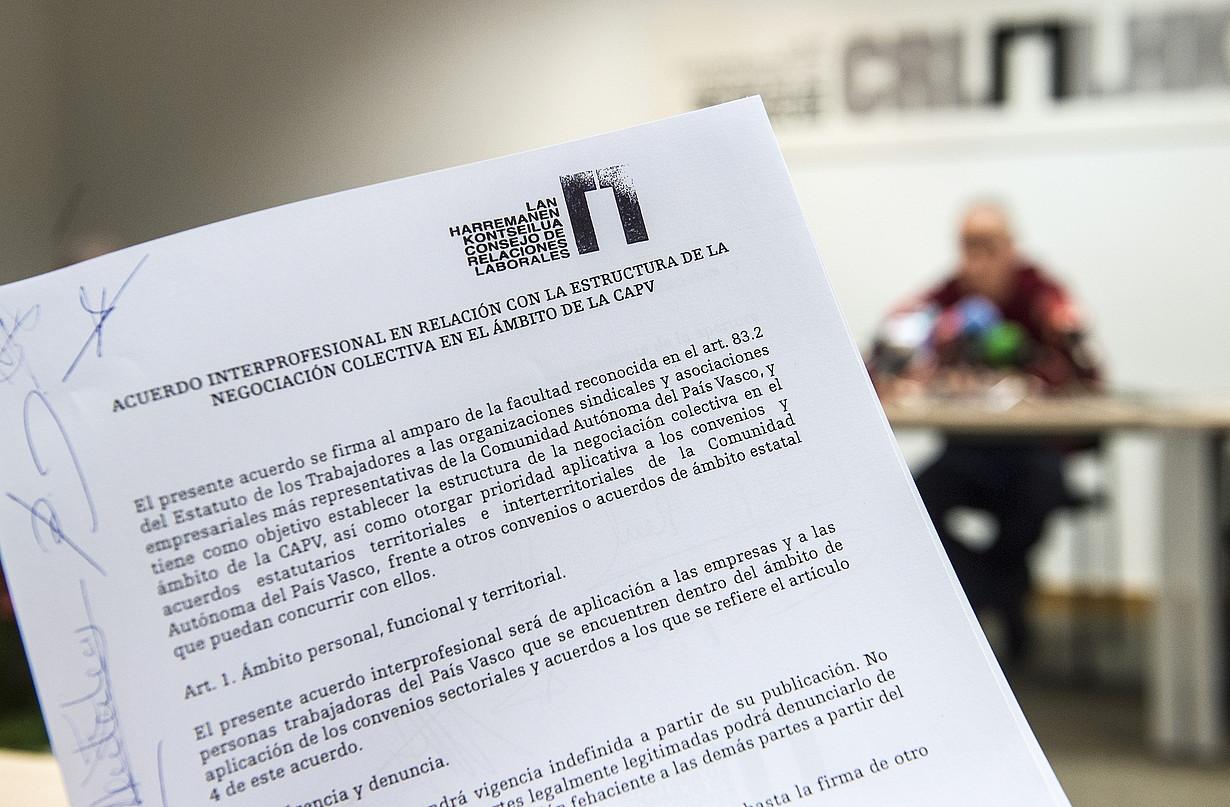 Euskal sindikatuek eta patronalak sinatutako agiria, iazko urtarrilean. ©MARISOL RAMIREZ / FOKU