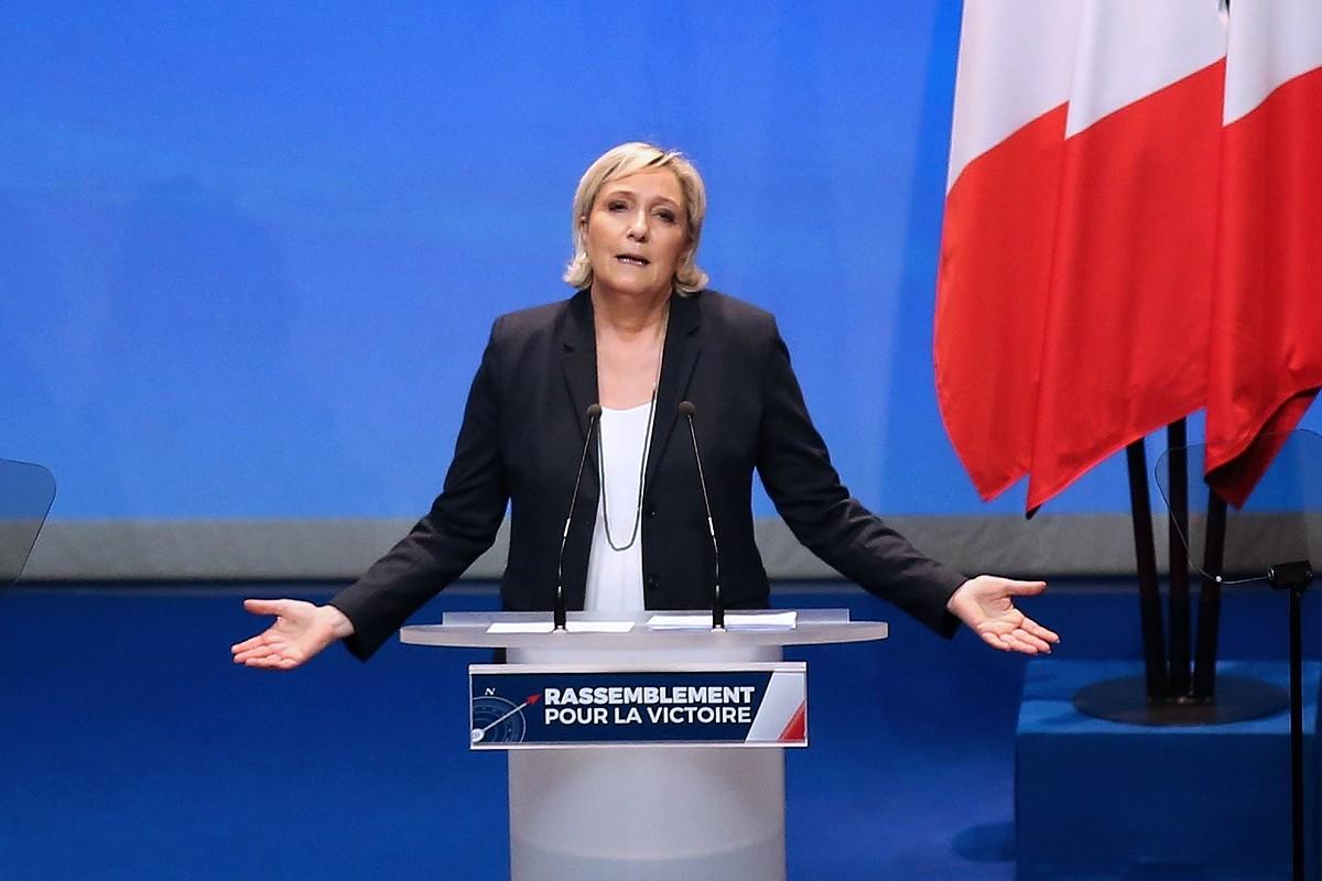 Marine Le Penek alderdia berpizteko helburua du datozen hauteskundeei begira. Martxoaren 11ko irudia da, izena aldatzeko kongresukoa.
