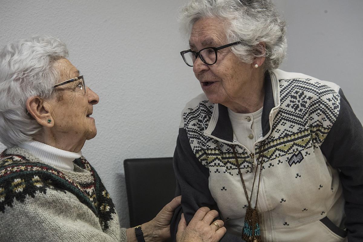 Paquita Bretos eta Josefina Lamberto, Nafarroako Fusilatuen Senideen Elkartean.