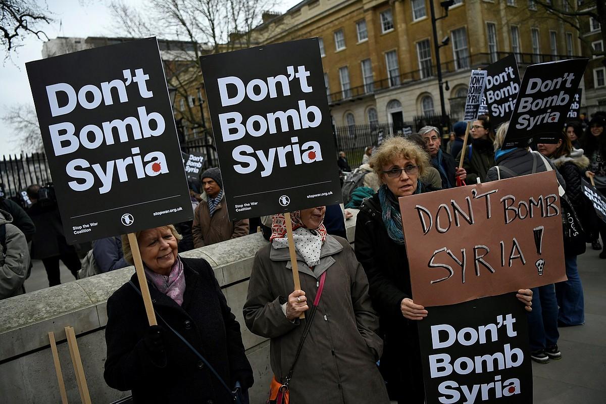 Siria bonbardatzearen aurkako protesta, atzo, Londresen.