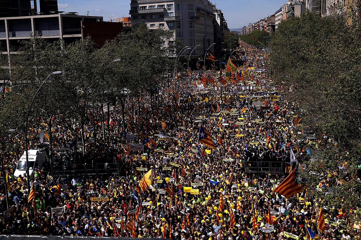 Manifestazio jendetsua egin zuten herenegun, Bartzelonan, preso politikoak libre uzteko eskatzeko.