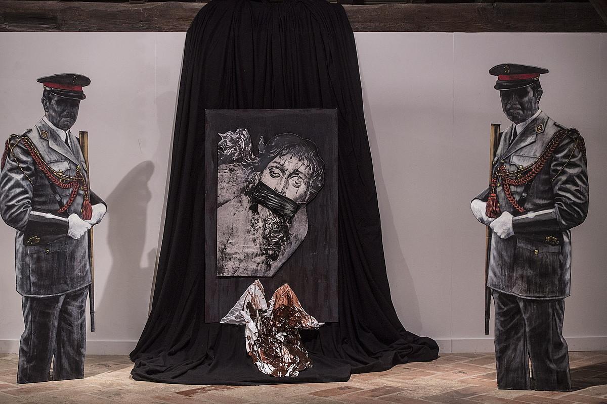 Irudian, Xabier Morrasen <em>Cristo amordazado</em> artelana. Erakusketa osatzen duten 200 artelanetako bat da Nafarroako artistak 1972. urtean egindakoa. ©JAGOBA MANTEROLA / FOKU
