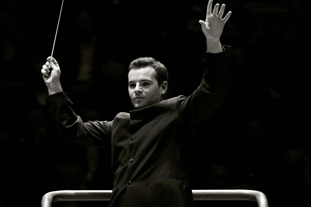Lionel Bringuier orkestra zuzendaria. ©BERRIA