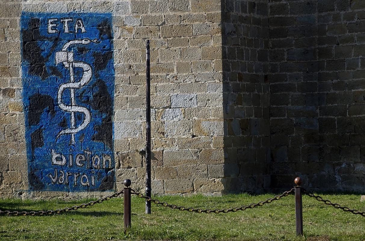 ETAren ikurra, Arbizun —Nafarroa—, 2011ko irudi batean. / JAGOBA MANTEROLA / FOKU
