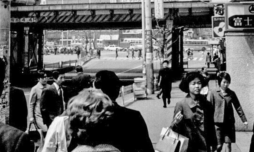 Tokioko kaleak, 1970eko apirileko argazki batean.