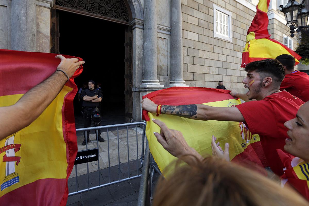 Espainiako batasunaren aldeko manifestazio bat, Bartzelonan, iazko urrian. ©ALBERTO ESTEVEZ / EFE