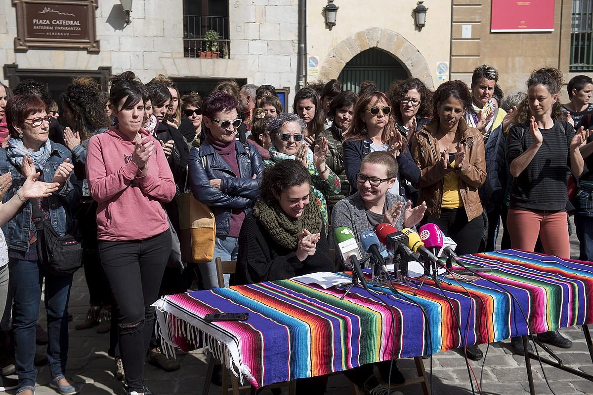 Atzo goizean egin zuen agerraldia Iruñerriko mugimendu feministak, epaiaren inguruko iritzia eman eta manifestazioa iragartzeko.