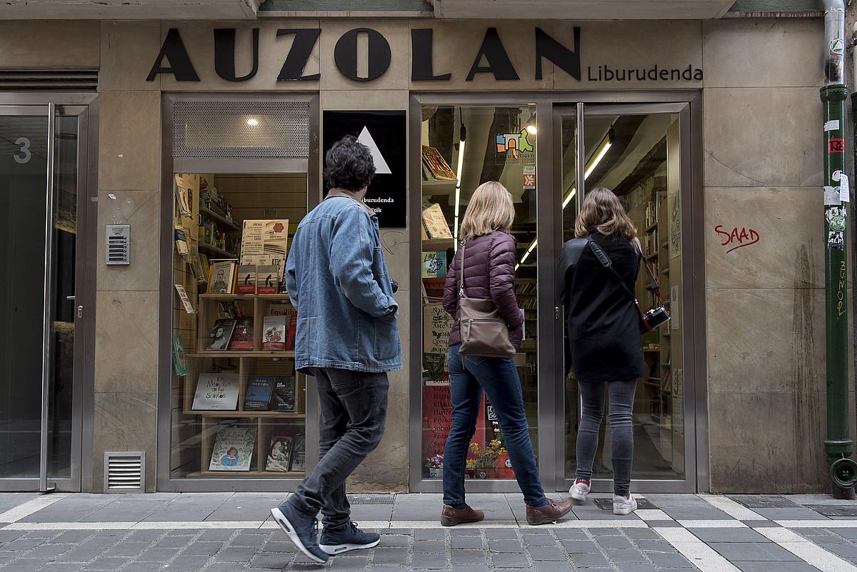 Auzolan errferentziazko liburu denda izan da Iruñean.