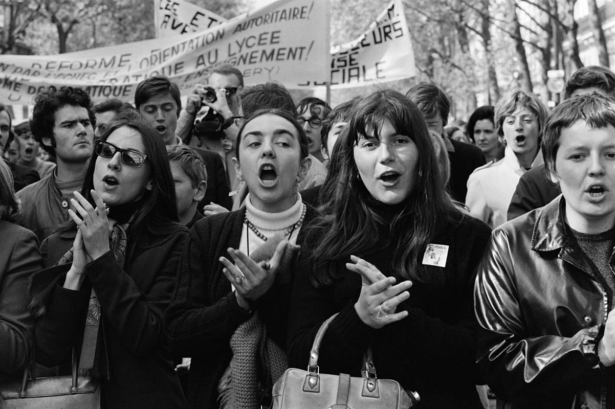 Emakume gazte batzuk Parisen, 1968ko Maiatzaren Leheneko manifestazioan. ©BERRIA