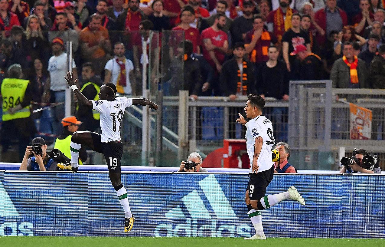 Liverpooleko Mane eta Firmino lehen gola ospatzen.