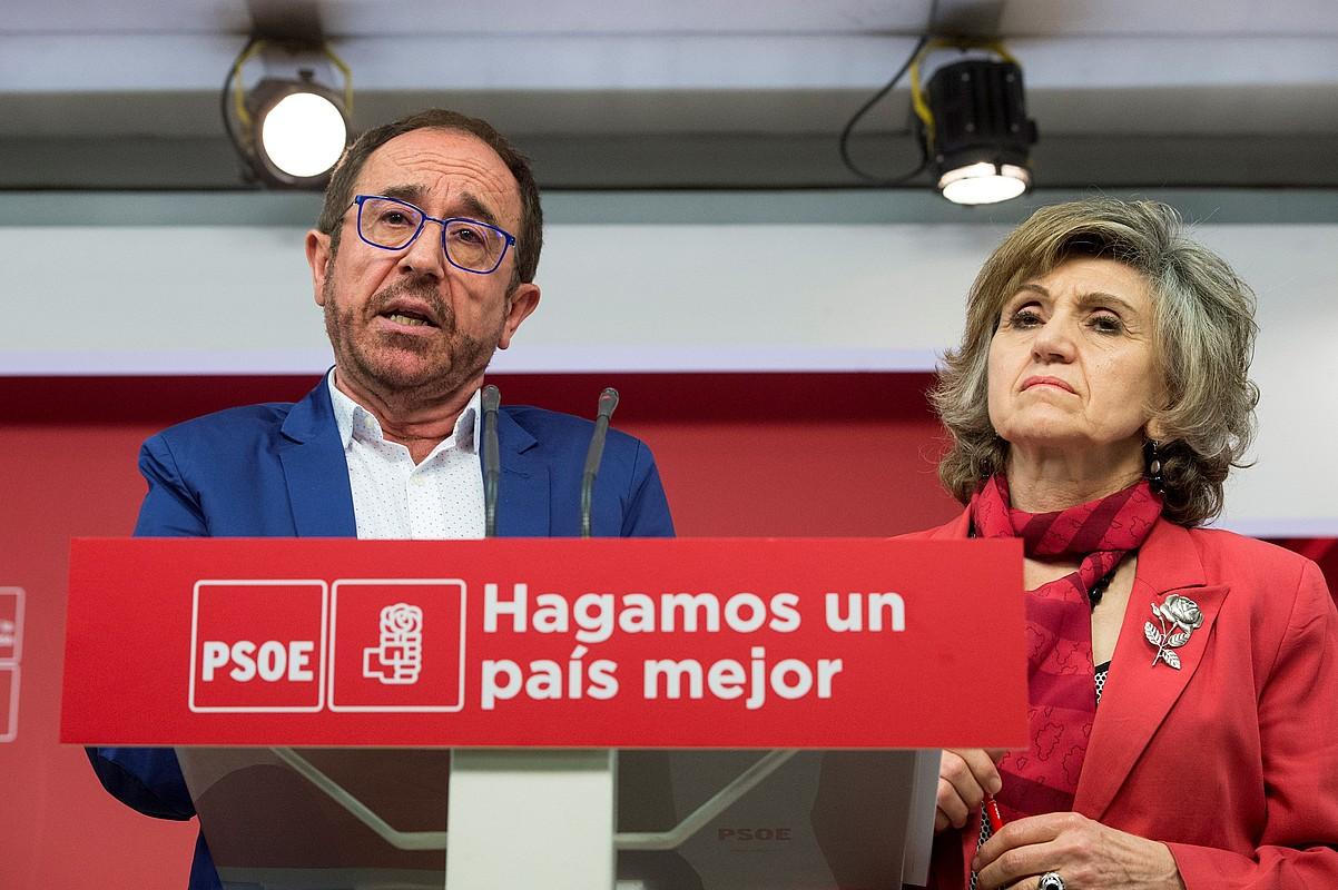 Andres Perello eta Luisa Carcedok eman zituzten atzo lege proposamenaren inguruko xehetasunak. ©LUCA PIERGIOVANNI / EFE