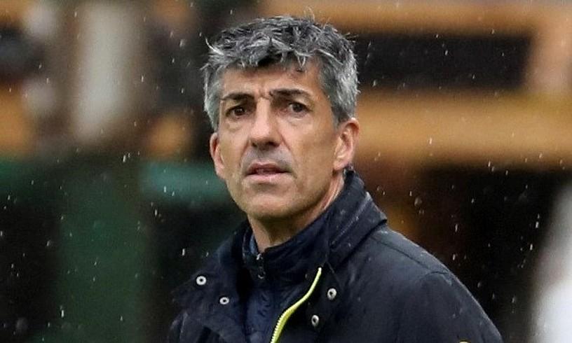 Imanol Alguacil aginduak ematen, Athleticen aurkako derbian. ©JUAN HERRERO / EFE