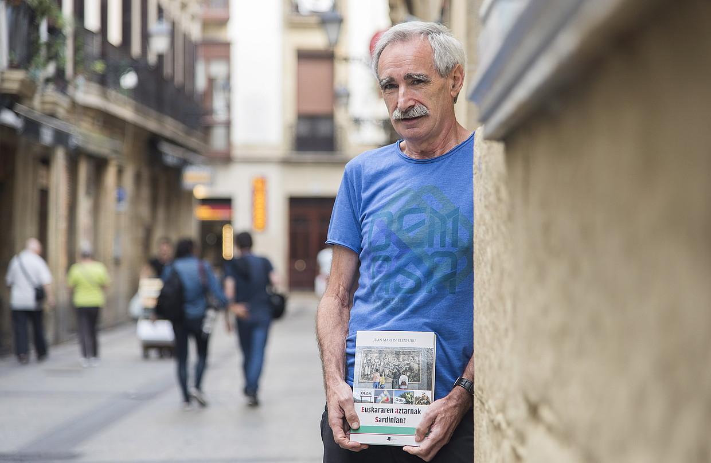Juan Martin Elexpuruk iaz argitaratu zuen <em>Euskararen aztarnak Sardinian?</em> liburua.