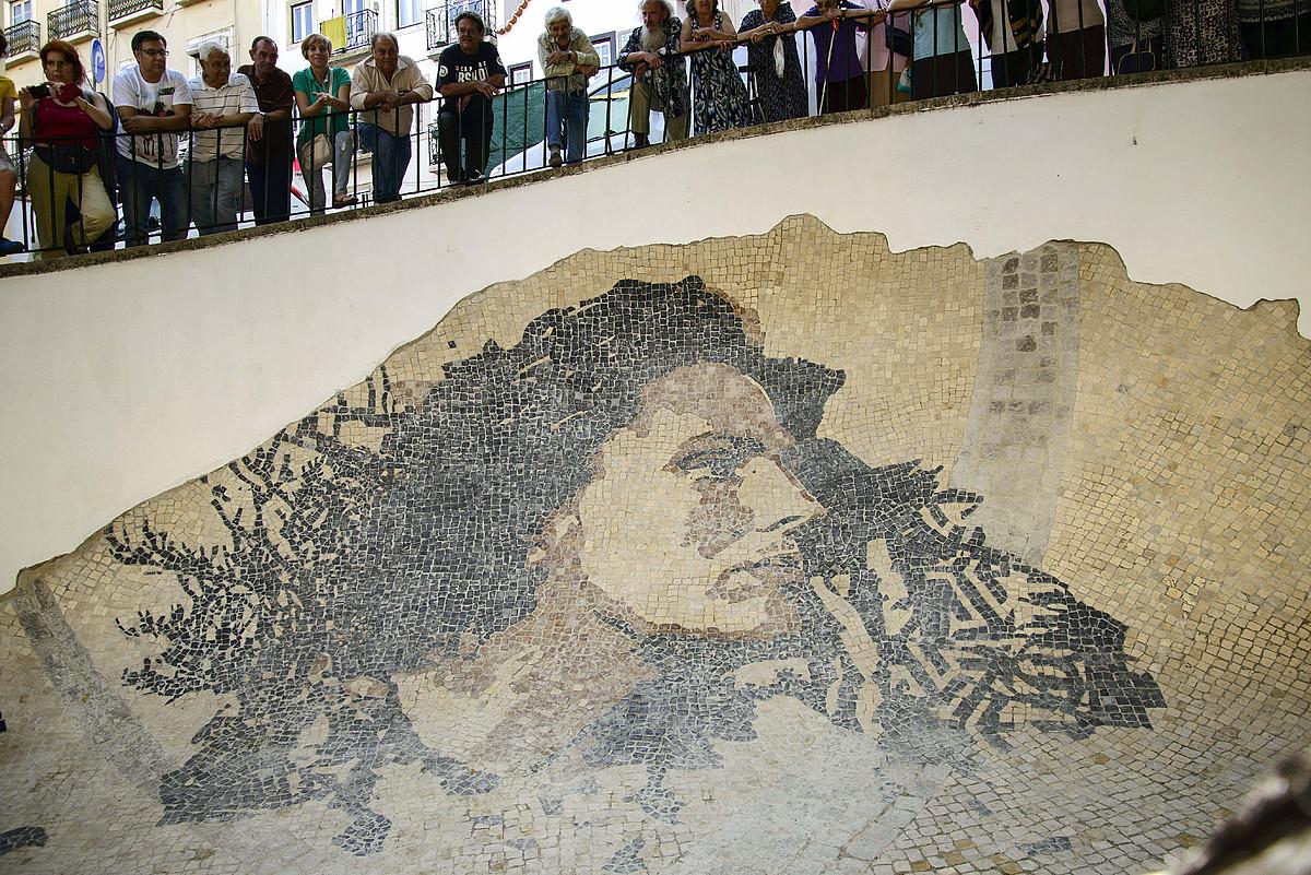 Amalia Rodrigues fado kantariaren mosaikoa, Lisboako Alfama auzoan. ©LUIS PONTE / EFE