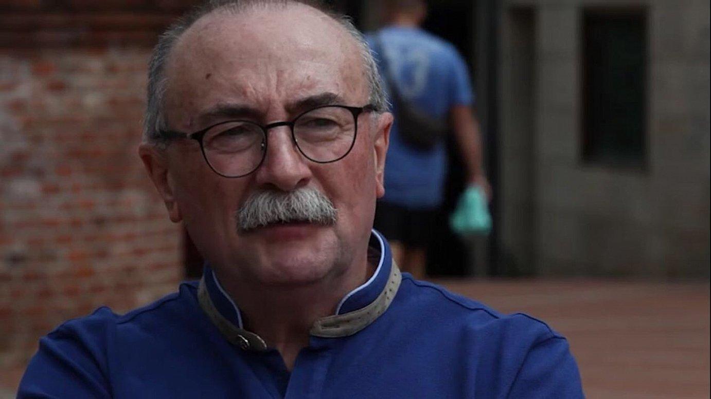 Xabier Oleaga kazetariak torturak salatu zituen <i>Euskaldunon Egunkaria</i>-ren aurkako operazioan atxilotu zutenean. &copy;ETB