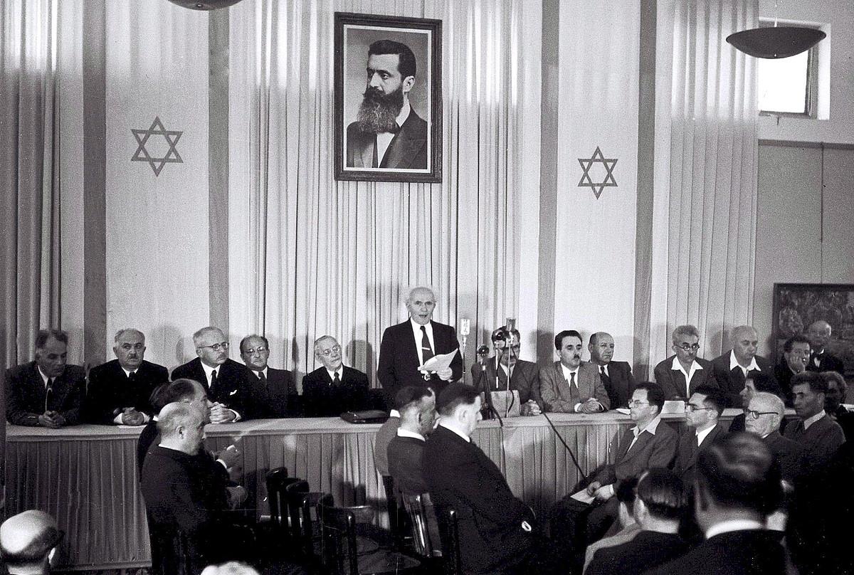 David Ben Gurion Israelgo lehen ministro izandakoa, Tel Aviven, Independentzia Deklarazioa irakutzean, 1948an. ©EFE
