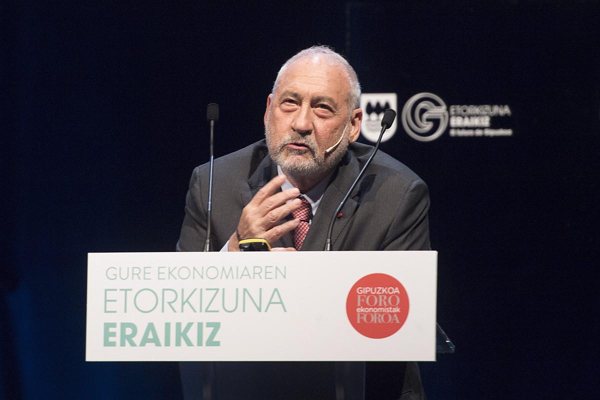 Joseph Stiglitz ekonomista eta Nobel sariduna, atzo, Donostiako Kursaal jauregian.