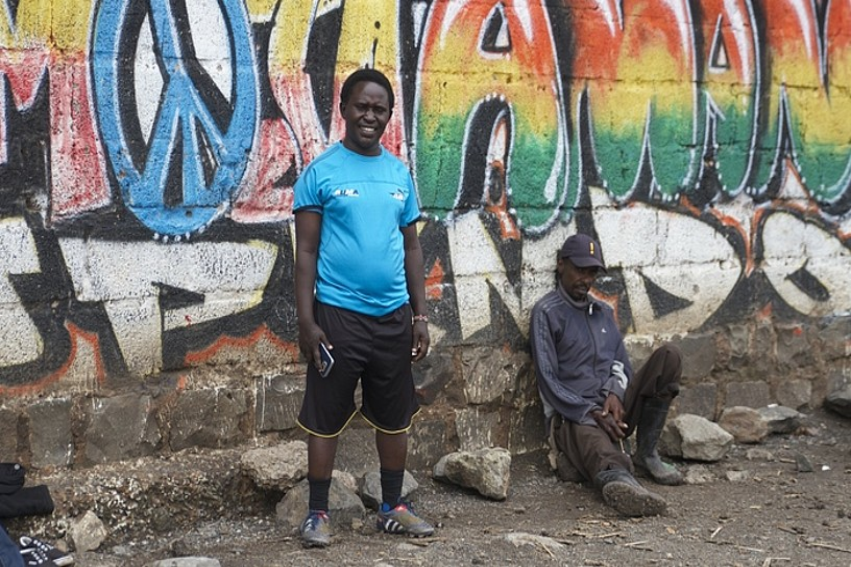 Kwamboka LGTBIen eskubideen aldeko ekintzaileak emakumezkoen futbol talde bat entrenatzen du Nairobin. ©OSKAR EPELDE
