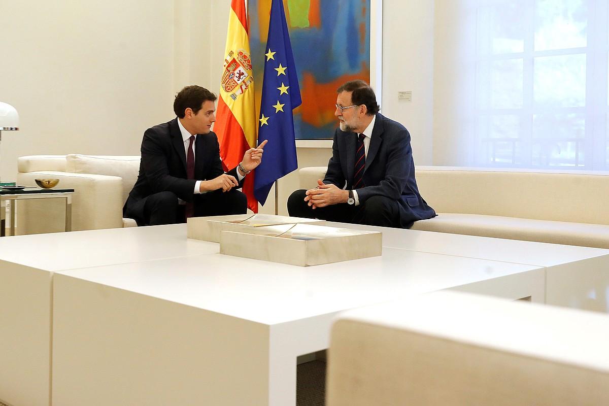 Rajoy Espainiako presidentea eta Rivera Ciudadanosekoa bilera batean. ©EFE