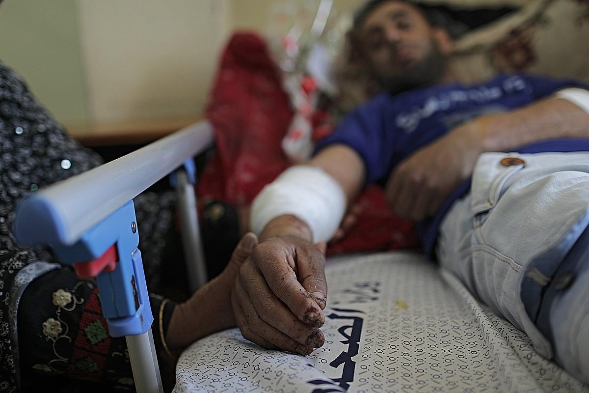 Mahmud abu-Reix <em>Itzuleraren Martxa Handia</em>-n zauritu zuten. Irudian, Gazako ospitale batean. &copy;M. SABER / EFE