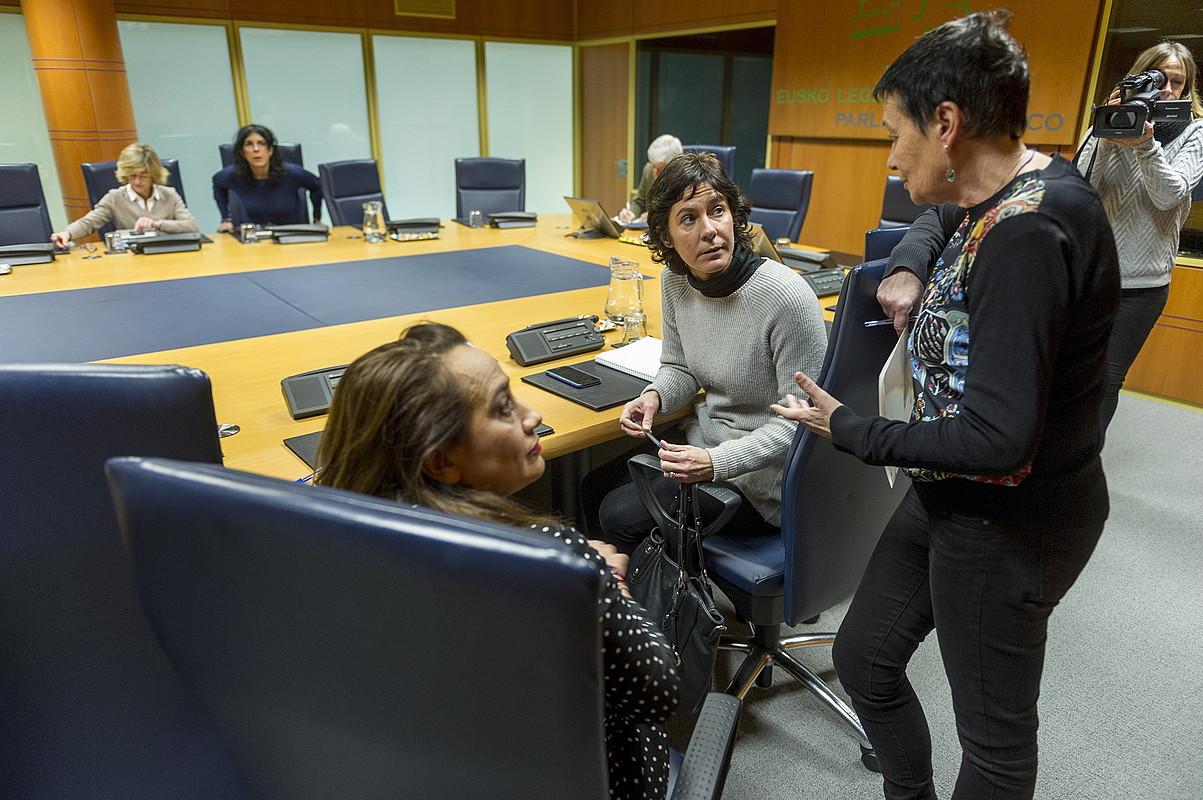 Memoria lantaldeko kide Rafaela Romero (PSE-EE), Amaia Arregi (EAJ) eta Jone Goirizelaia (EH Bildu). ©JUANAN RUIZ / FOKU