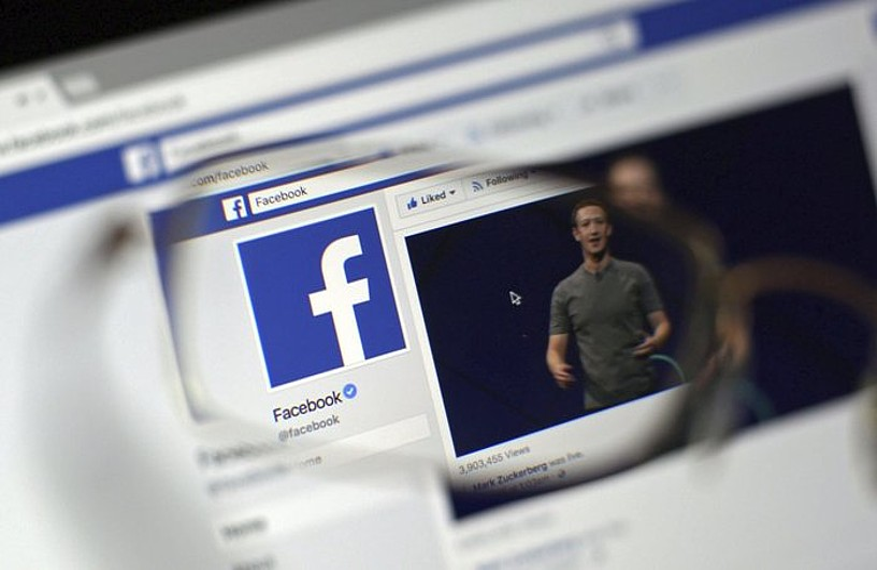 Araudi berriak erabiltzaileen datuak zaintzera behartuko ditu Facebooken moduko multinazionalak. Mark Zuckerbergen enpresak eskandalu bati aurre egin behar izan dio berriki.