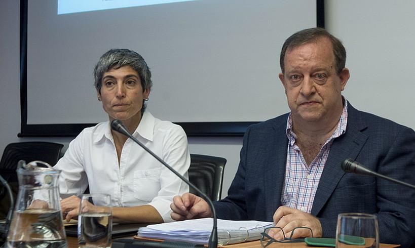 Euskarabideko Paula Kasares eta Mikel Arregi, Euskararen Foru Legea aldatzeko batzordean. ©IÑIGO URIZ / FOKU