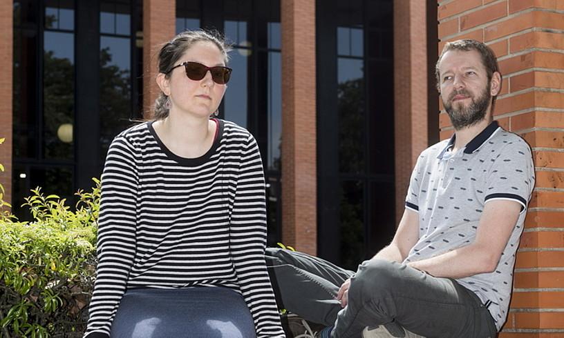 Dorota Krajewska eta Adam Zawiszewski, EHUko Letren Fakultatearen aurrean. ©JUANAN RUIZ / FOKU