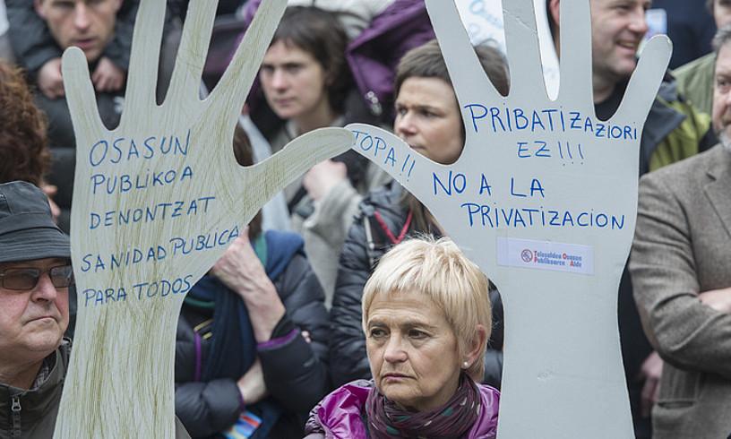 Eskualdeko osasun sarea guztiz publikoa izatearen alde Tolosan egindako mobilizazio bat, artxiboko irudi batean.