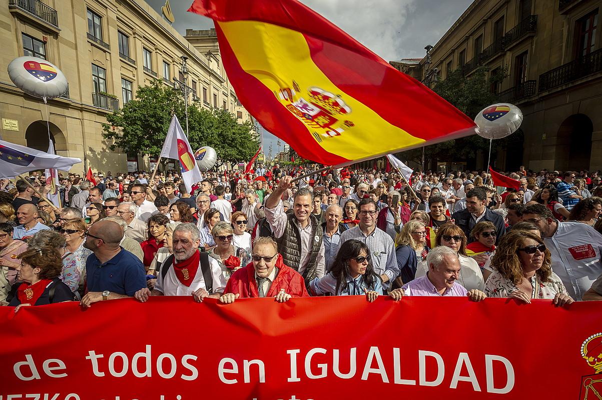 Antolatzaileez gainera, UPN, PP, Ciudadanos eta Vox alderdietako ordezkariak ibili ziren manifestazioaren lehen lerroan. ©JAIZKI FONTANEDA / FOKU