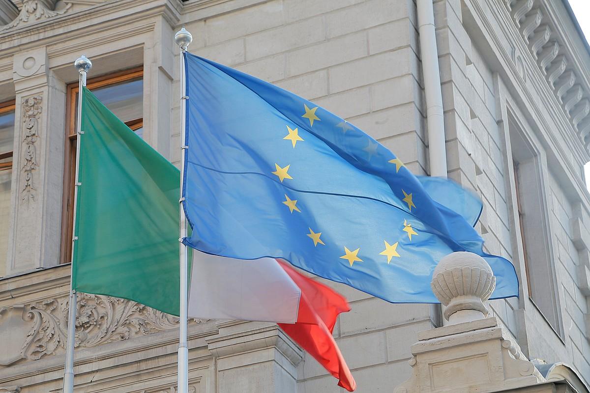 Italiako eta EBko banderak, artxiboko irudian. ©MAXIM SHIPENKOV / EFE