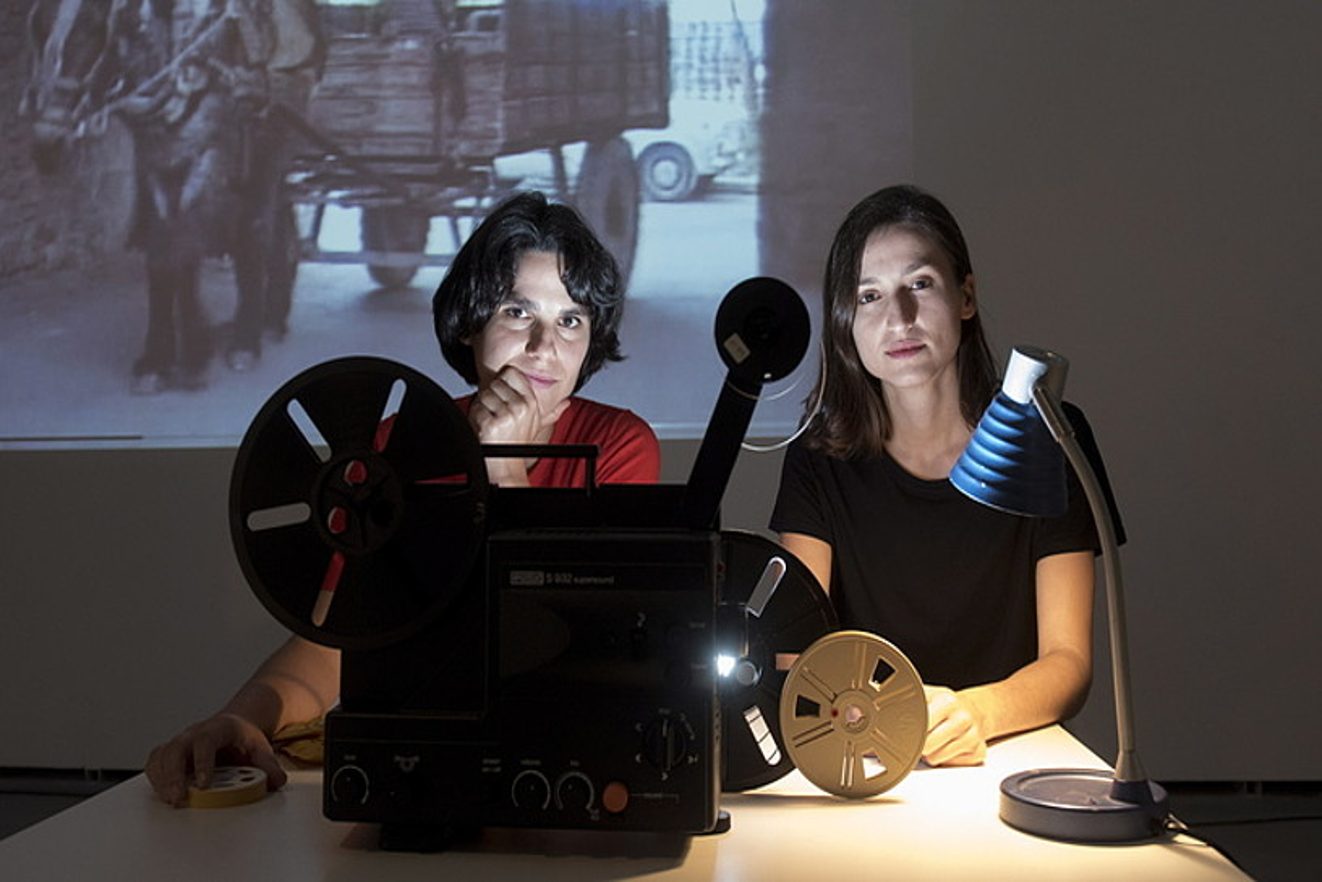Maddi Barber eta Mirari Etxabarri, Uharteko Arte Garaikideko Zentroaren Habitacion eremuan. ©IÑIGO URIZ / FOKU