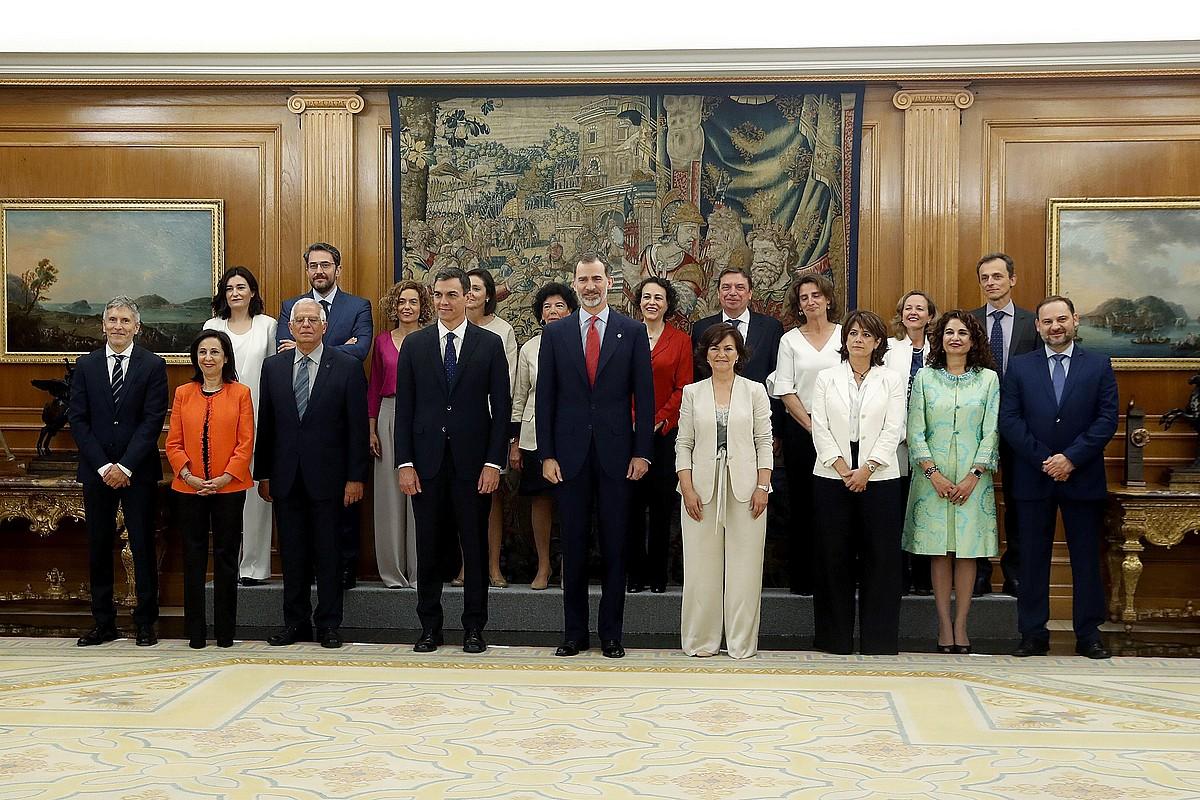 Espainiako Gobernuko presidente eta ministro berriak, atzo, karguaren zina egin ondoren. ©JAVIER LIZON/ EFE