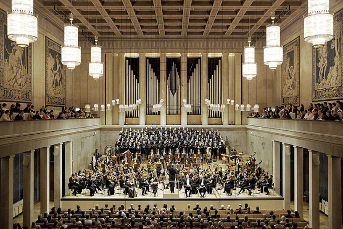 Municheko Herkulessaal aretoan ariko da EOS abenduaren 6an. Irudian, aretoaren barrualdea, Municheko Abacco orkestra jotzen ari dela, 2011n. ©HERKULESSAAL
